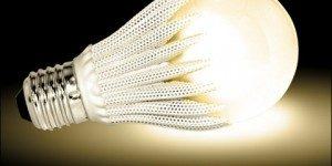 Vì sao muỗi bị thu hút nhiều hơn với đèn LED màu lạnh?